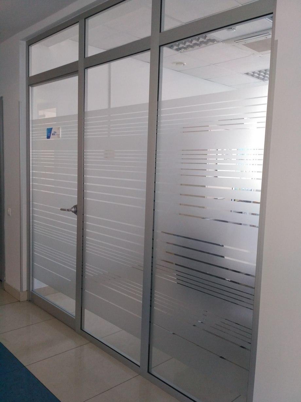 Стеклянные двери в офис